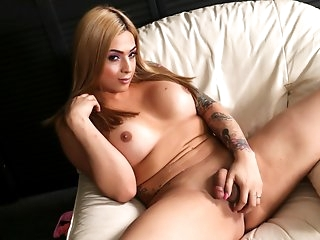 Cumshot Friday: Holly Summers - TGirlsXXX
